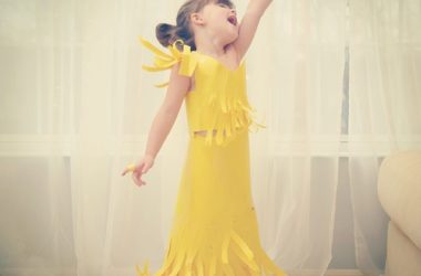 4-year-old-girl-paper-dresses-2sisters-angie-mayhem-1